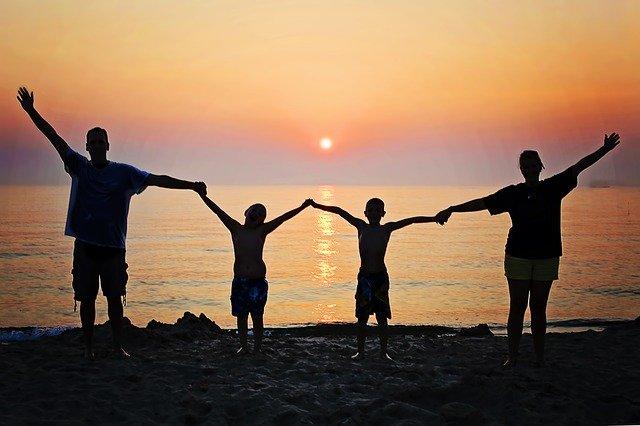 Voyager en famille pas cher : nos bons plans et astuces