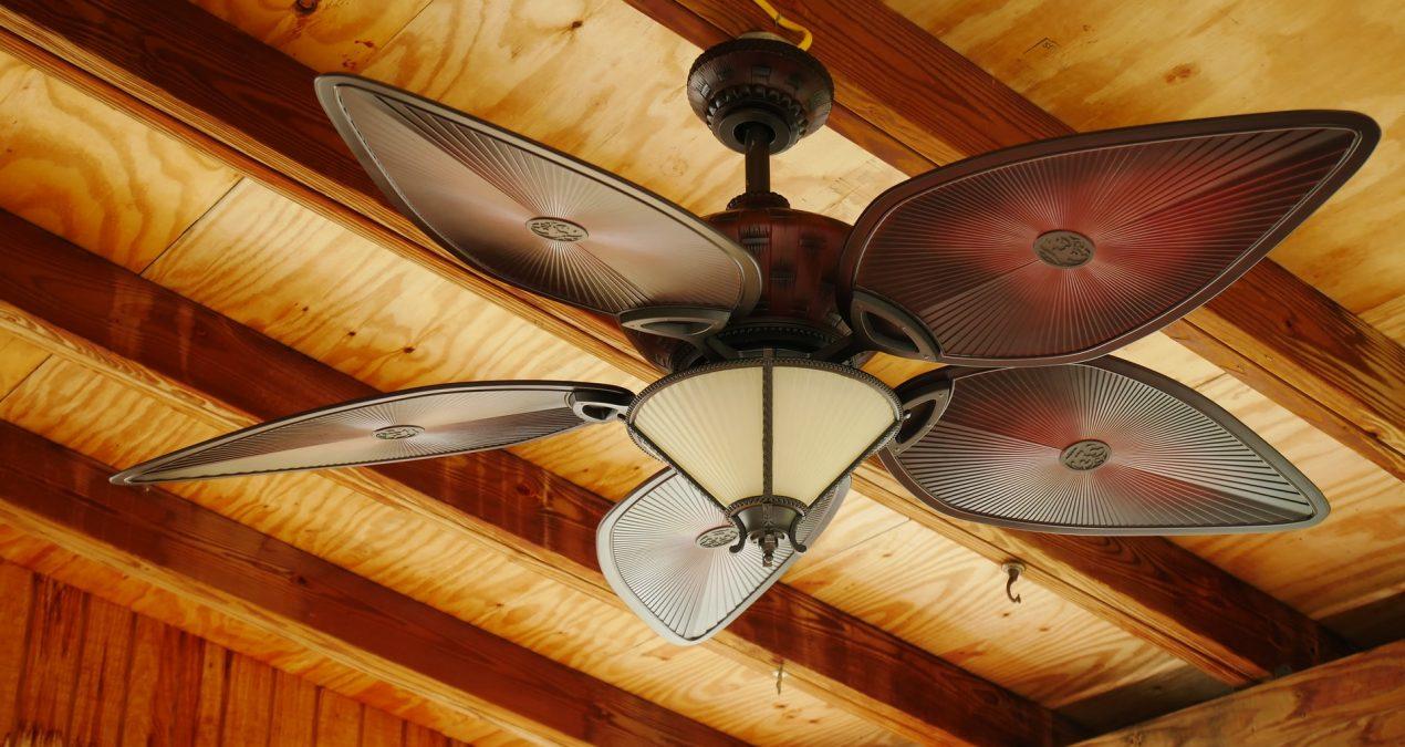 Deux-en-un : les avantages du plafonnier ventilateur !